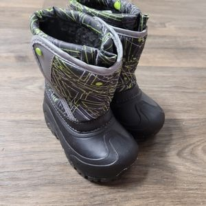 Members Mark Light Up snow boots size 7/8